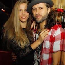 โพรไฟล์ผู้ใช้ Laura & Charly