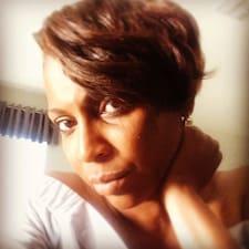J Racquel felhasználói profilja