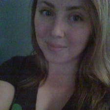 Profil Pengguna Elizabeth Archer