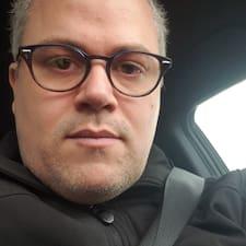 Кориснички профил на James