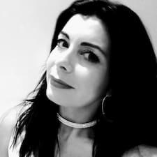 Claudia R. User Profile