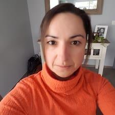 Profil Pengguna Caroline