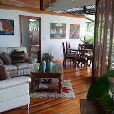 Paraiso De Ballenas Casa Bali Verde is a superhost.