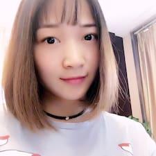 国梁 is the host.