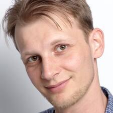 Profil Pengguna Károly