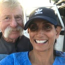 John & Leticia felhasználói profilja