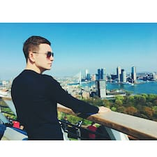 Aleksei är en Superhost.