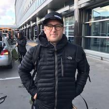 Marc er SuperHost.