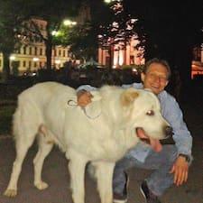 Nikolay مضيف متميز.