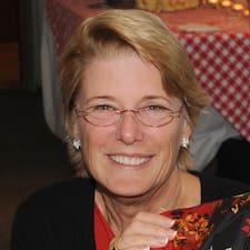 Judy est l'hôte.