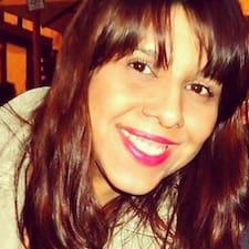 Camila ist der Gastgeber.