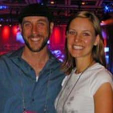 โพรไฟล์ผู้ใช้ Melanie And Miles