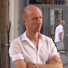 Sébastien je domaćin.