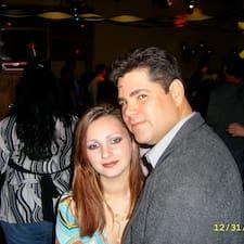 Camille And John es el anfitrión.
