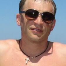 Dmitriy ist der Gastgeber.