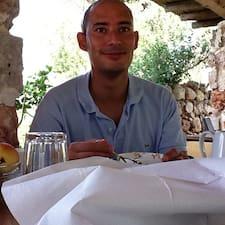 Francesco es el anfitrión.
