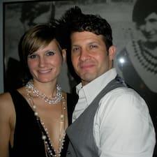 โพรไฟล์ผู้ใช้ Jim & Natasha