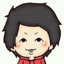Naohiro est l'hôte.