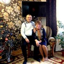 Jenny & Sergiu ist der Gastgeber.