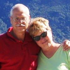 Jim & Jenny es el anfitrión.