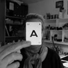 โพรไฟล์ผู้ใช้ Angela