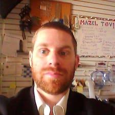 Yehuda ist der Gastgeber.