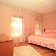 Apartment è l'host.