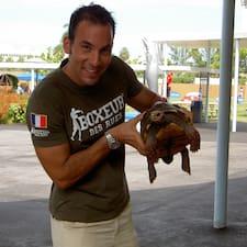 Fabio est l'hôte.