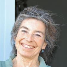 Hélène ialah hos.