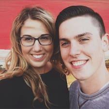 โพรไฟล์ผู้ใช้ Elisa & Josh