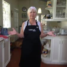 Debbie est l'hôte.