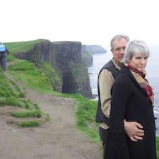 John & Brenda Superhost házigazda.