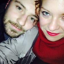 Nora&Andrej es el anfitrión.