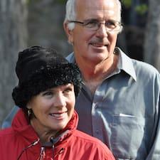 โพรไฟล์ผู้ใช้ Sandi & John
