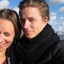 Sofie & Kasper is the host.