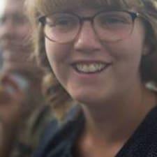 Anne-Mette est l'hôte.