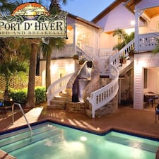 Port D'Hiver is the host.