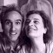 Michel & Caroline is the host.