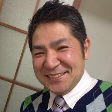 Akihiko是房东。