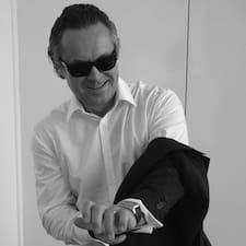 Jean-Christophe — хозяин.