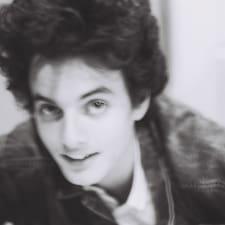 Dylan je domaćin.