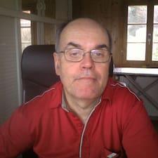 Pierre est l'hôte.