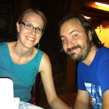 โพรไฟล์ผู้ใช้ Zachary & Kristin
