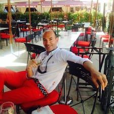 Alvaro ist der Gastgeber.