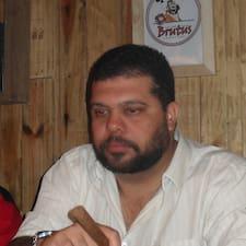 Bruno Almeida est l'hôte.