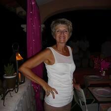 Françoise es el anfitrión.