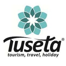 Tuseta est l'hôte.