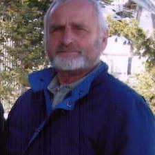 Burt es el anfitrión.