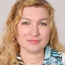 Любовь Борисовна è l'host.