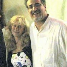 Ted And Stefanie ist der Gastgeber.